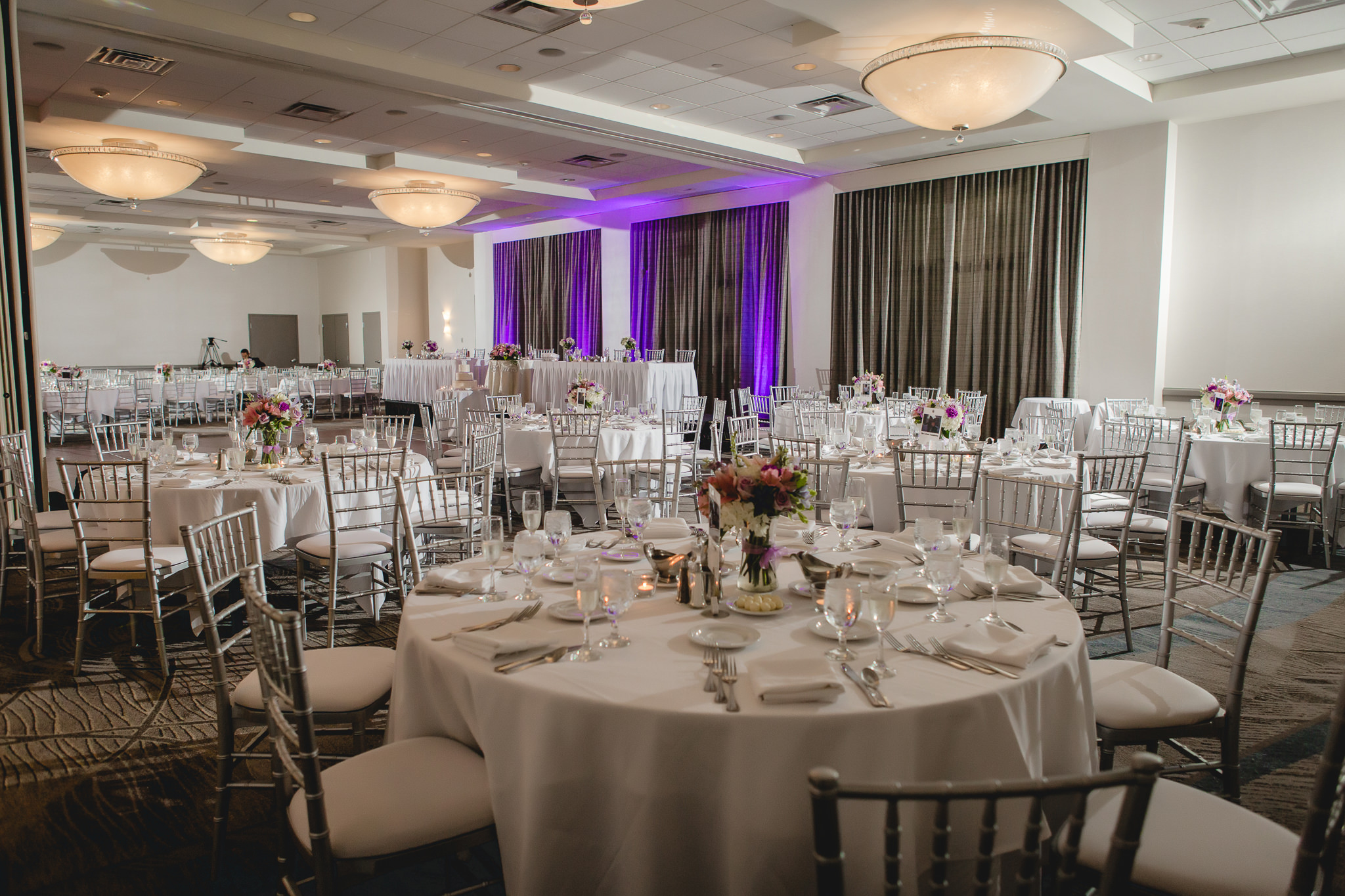 Pittsburgh Airport Marriott ballroom decorated for a wedding reception