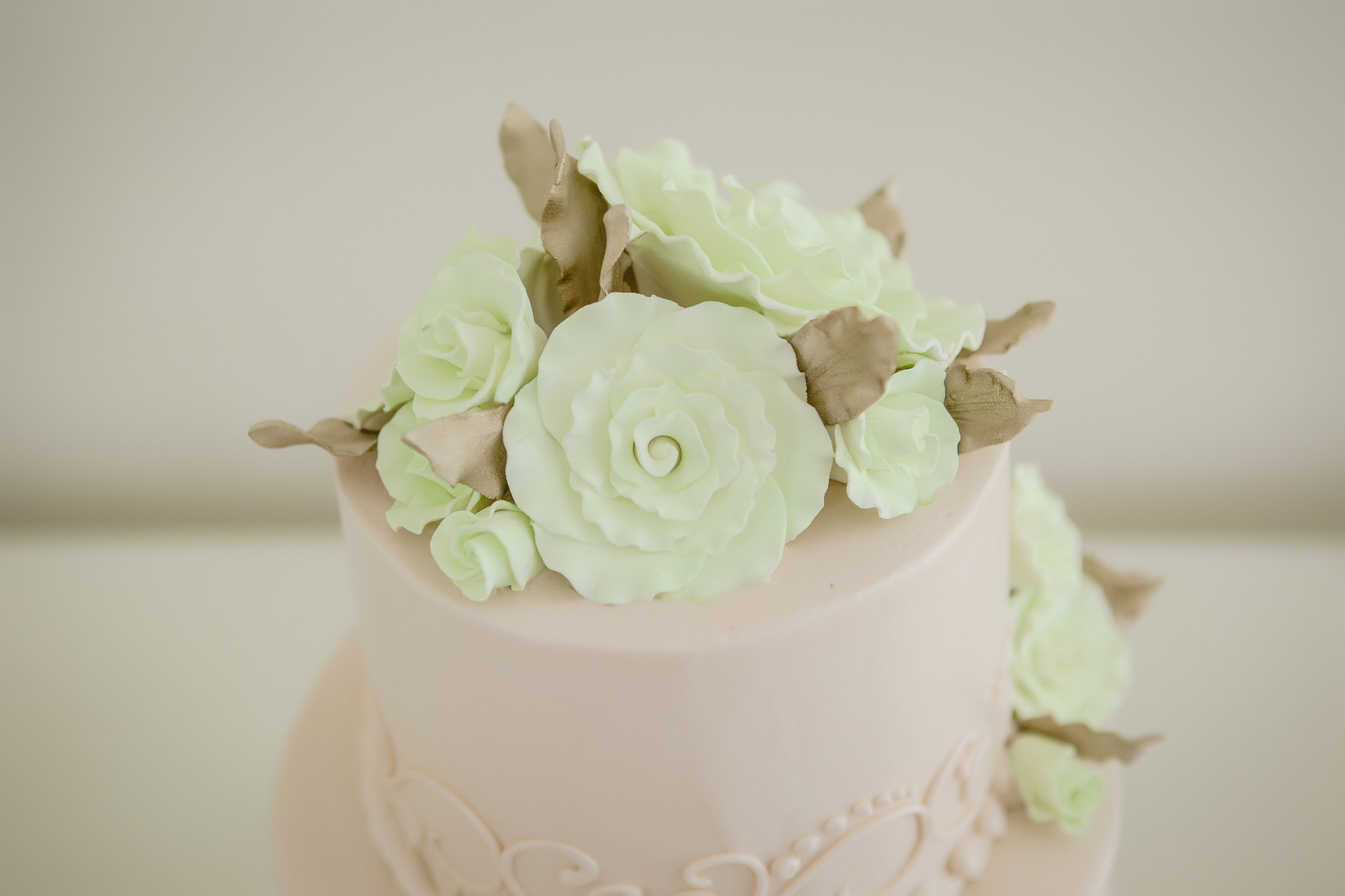 Floral icing details on a wedding cake by Oakmont Bakery