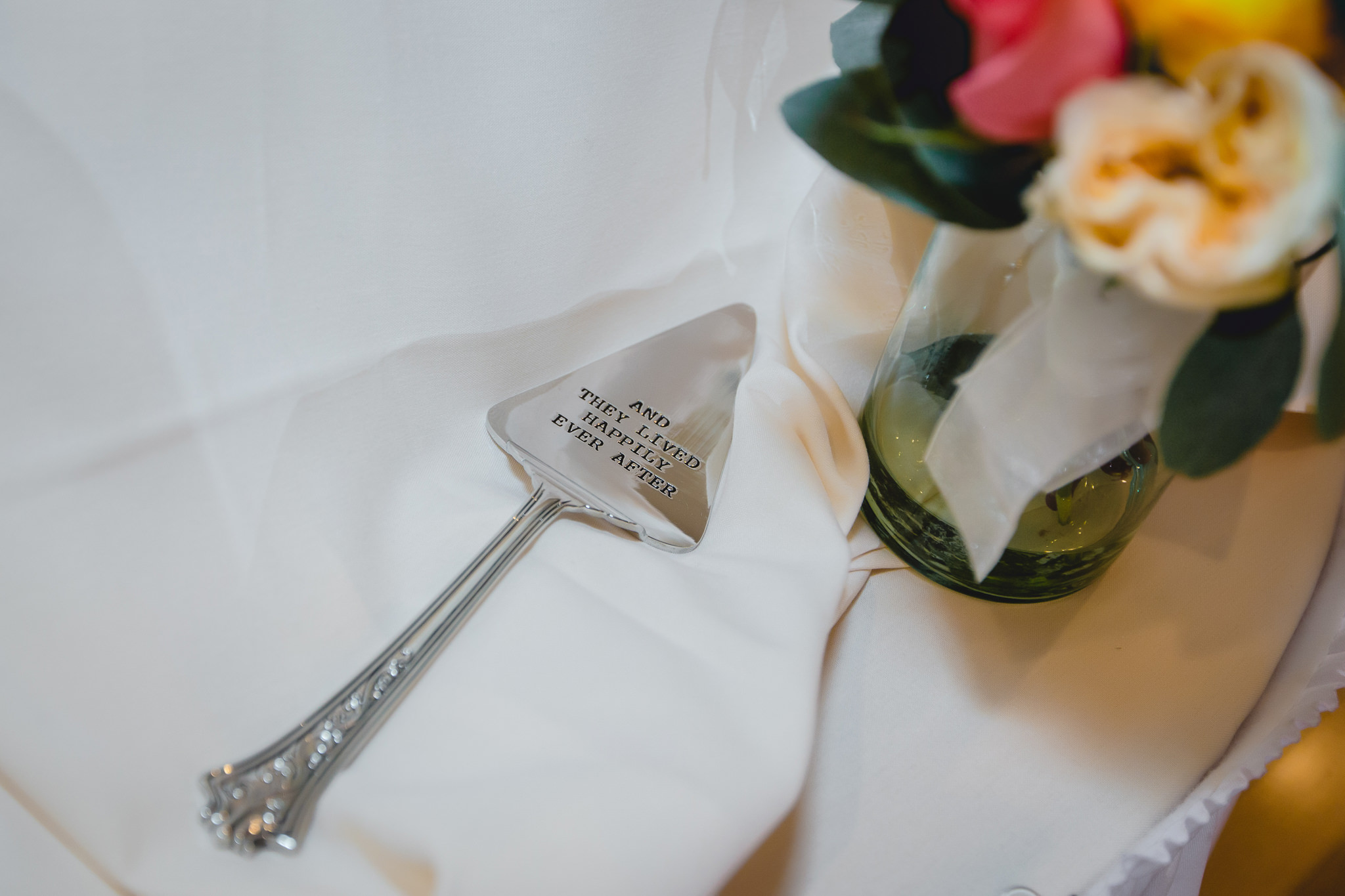Cake server at Shannopin Country Club wedding