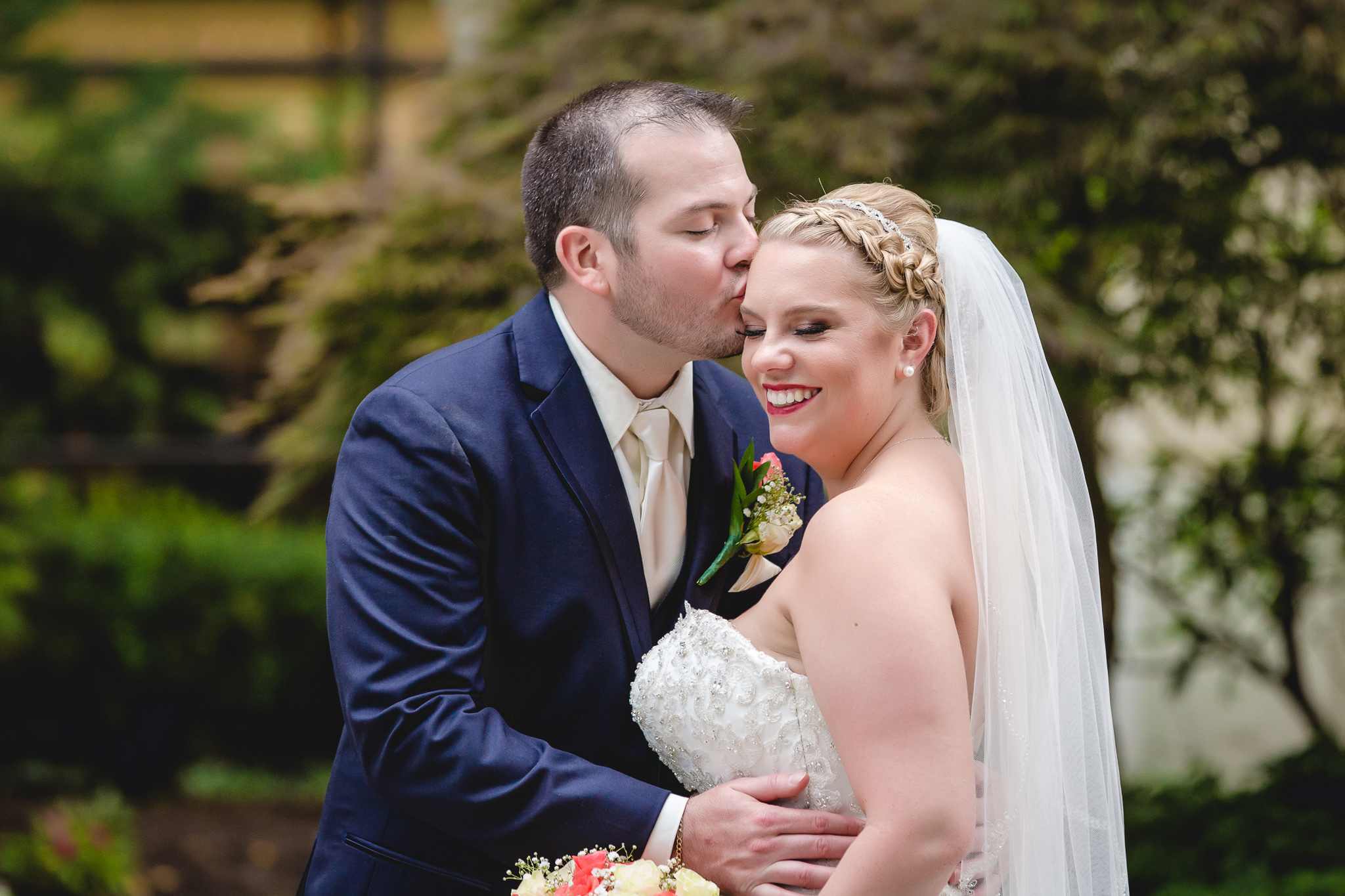 Groom kisses his bride in the courtyard of the Pittsburgh Airport Marriott