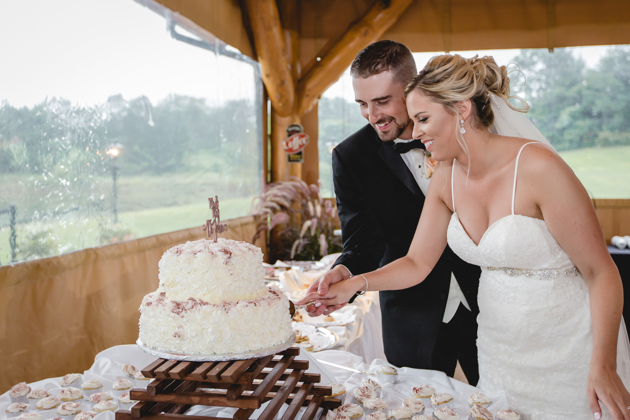 Newlyweds cut the cake at their Gathering Place at Darlington Lake reception