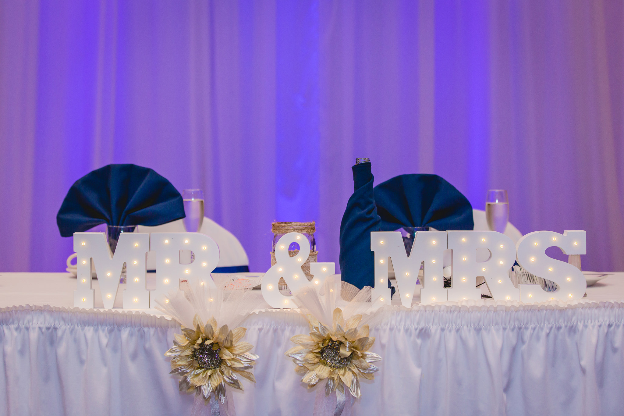 Mr & Mrs sign at a Fez wedding reception